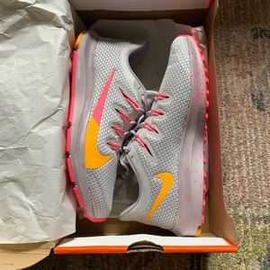 Nike Quest 2 - Brand new!